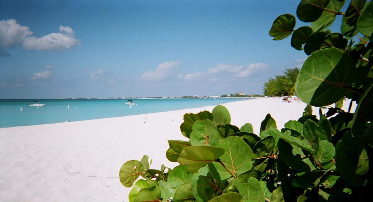 7-mile beach Grand Cayman | Caribbean Cruise Digest