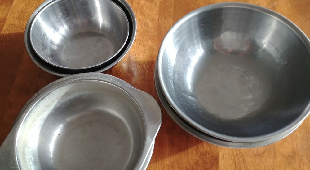 are stainless steel dog bowls safe